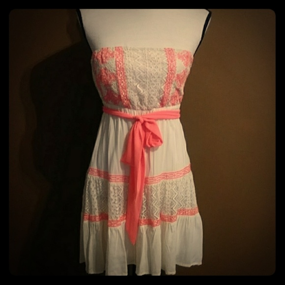 Flying Tomato Dresses & Skirts - NWOT Flying Tomato Strapless Dress